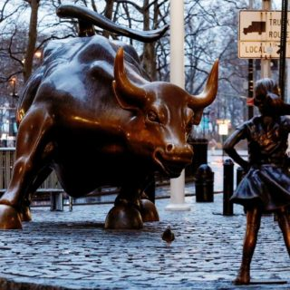 wall-street-bull-girl